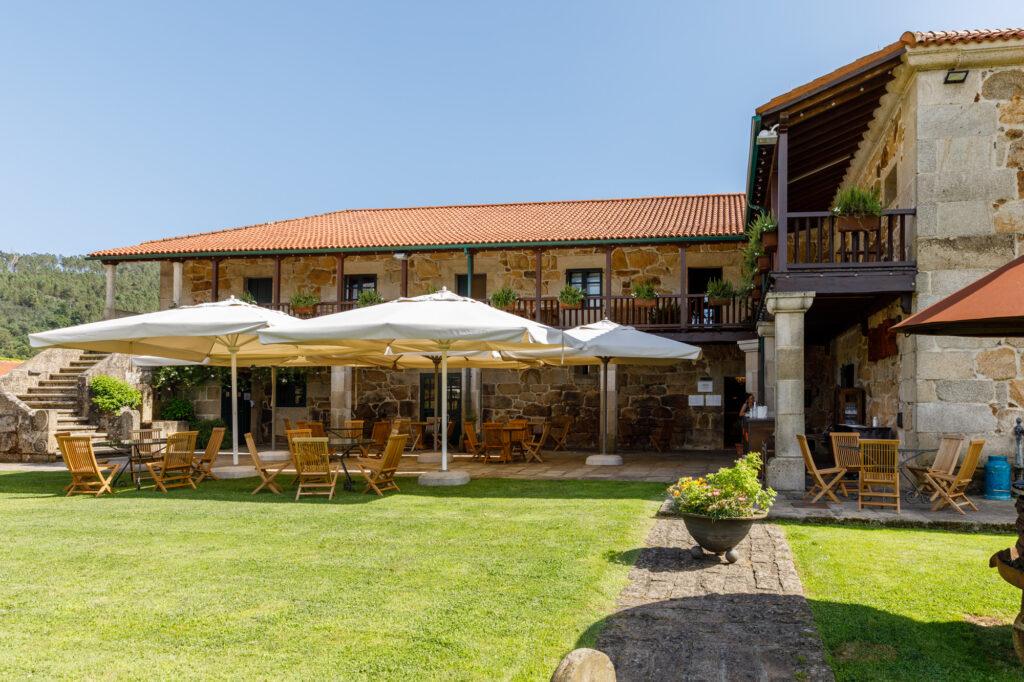 Terraza Sábrego Restaurante en Casal de Armán